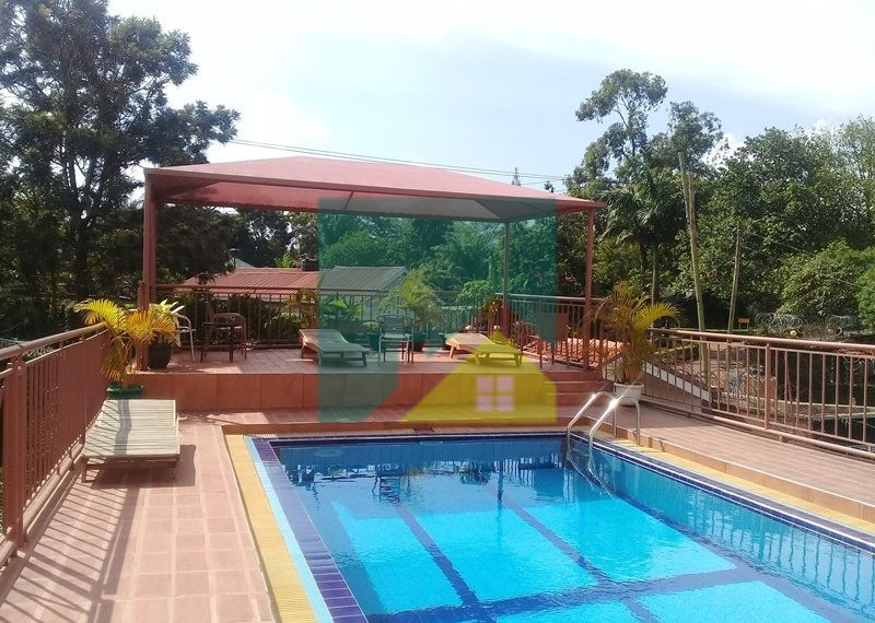 Located in a serene and secure area, this spacious apartment offers a large lounge with balcony, dining area adjacent an open plan kitchen plus 3 bedrooms & 3 bathrooms. It also has a communal swimming pool on the roof top of the drive in carports.
